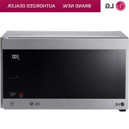 LG 0.9 Cu. Ft. NeoChef Countertop Microwave in Stainless Ste