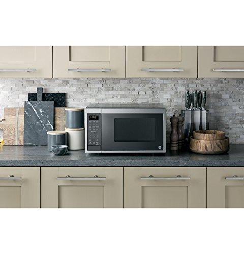 GE Microwave Works Alexa, Technology, Smart Sensor, Clean Interior,